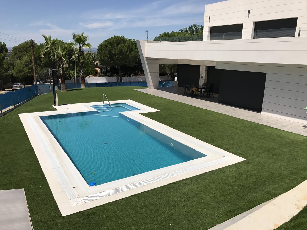 14329bc9 Césped artificial alrededor de una piscina ~ Averdece