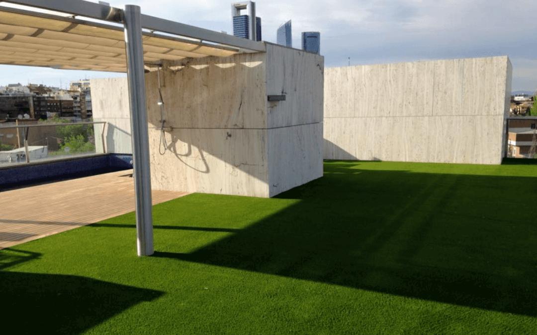Césped artificial en la terraza