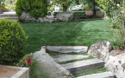 ¿Pueden salir malas hierbas si no se coloca la malla geotextil?